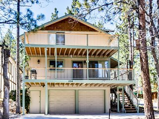 Elegant ski/lake home w/ relaxing deck & spacious kitchen!