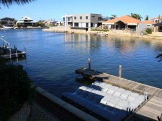 Halls Head Canal Retreat - Mandurah