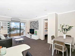 Sought After CBD Locaiton w/Parking + Pool YORK5