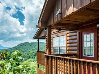Falcons View - AMAZING VIEWS - Close to Dollywood - Indoor Pool, Hot Tub, Pool T
