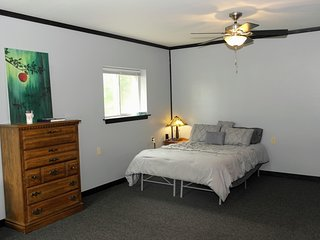 Becker's Private Studio 1 Queen, 1 Air Mattress, 1 Futon with a Great Back Yard!