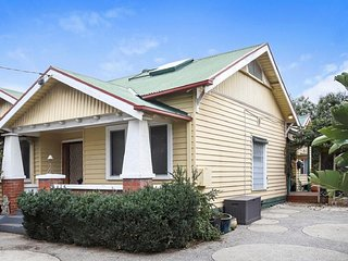 Gorgeous family retreat next o the CBD