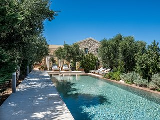 High quality stone made villa with private pool, garden, park & full privacy!