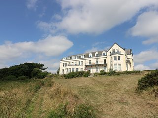 GANNET WATCH second floor apartment, clifftop location, in Coverack, Ref xxxxxxx