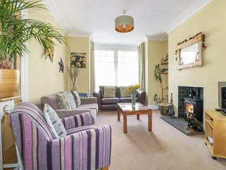 CATBELLS, traditional town house, central location pet friendly, WiFi, Re0f: 972