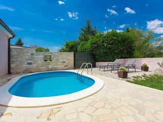 Stinjan Holiday Home Sleeps 6 with Pool Air Con and Free WiFi - 5032002
