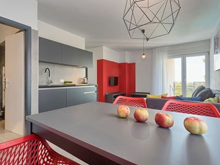 Stinjan Apartment Sleeps 4 with Pool Air Con and Free WiFi - 5052836
