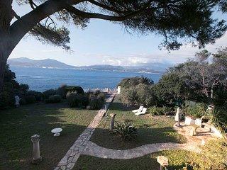 Villa de luxe pieds dans l'eau à Porticcio