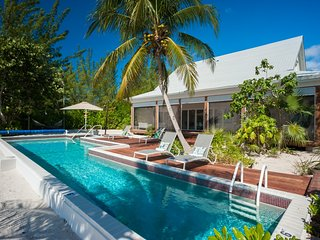 White Cottage - 5 Bedroom Villa at East End - Book Now
