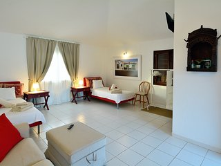 Spacious and Chic room in the center of Yaiza