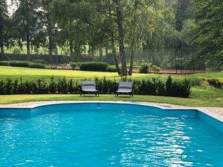 Kasteeldomein met zwembad en tennis voor famiie en zakelijk