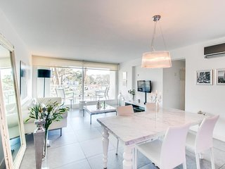 Precioso apto c/ piscinas compartidas y balcon- Apto w/ shared pools & balcony
