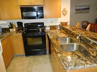 Downtown Winter Park condo! Walk everywhere. Spacious unit with amenities