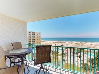 NEW LISTING! Gulf-front condo w/balcony, beach access & shared hot tub/pools/gym