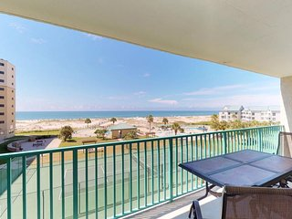 NEW LISTING! Comfy, waterfront condo w/shared pool & hot tub-near beach & dining