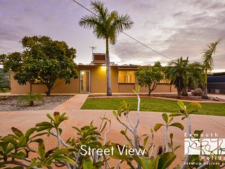 13 Grenadier Street - Large outdoor entertaining area