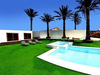 Casa Flor de Timanfaya 8 habitaciones 7 con baño en suite,piscina, jacuzzi,Wifi.