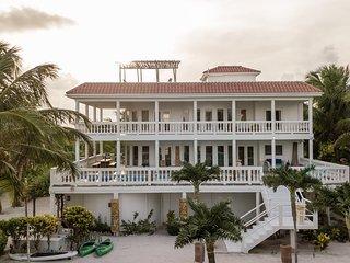 Villa Aurora Estate 5BR/5BA Luxurious Beachfront Villa