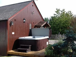 Chelona pet friendly period listed cottage with hot tub