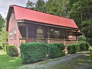 NEW! Bryson City Cabin w/2 Decks Near Nantahala!
