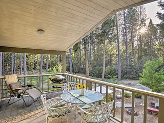 NEW! Nevada City Cottage w/Deck - Walk to Town!