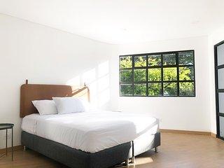 574 Hotel