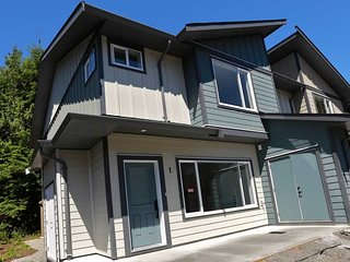 Tofino Townhome Luxury 3 bedroom, 2.5 bath monthly rental