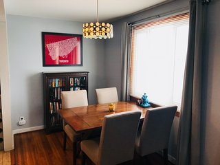 Cozy 2 bedroom in North Buffalo 25mins from Niagara Falls