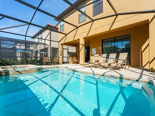 Gorgeous 6BD pool home minutes from Disney!