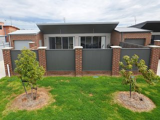 Moama Chic Modern Townhouse