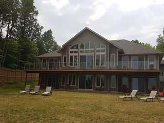 Luxury Cottage On Lake Simcoe SLEEPS 16+