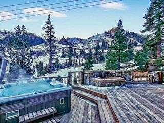 Beautiful ski-in/ski-out home on Squaw, private hot tub - North Slope Chateau