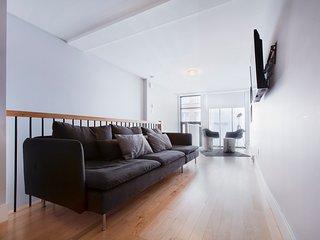 Sonder | Jeanne-Mance Park | Sunny 5BR + Balcony