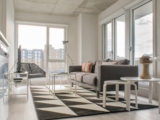 Sonder | Place des Arts | Stunning 2BR + Balcony