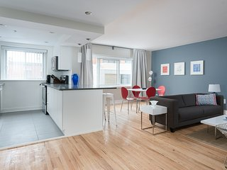 Colorful 1BR in Downtown Montréal by Sonder