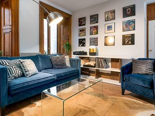 Artsy 4BR in Downtown Montreal by Sonder