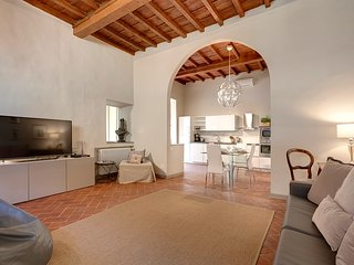 Courtyard Suite, lovely apartm. with a private courtyard 1 minute S.Croce square