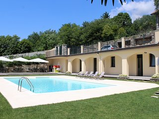 Oleandro 1 + Oleandro 2 apartments with pool in Mergozzo near the center