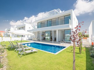 Nissi Pearl 3, Luxury 4 bedroom villa with pool  in Ayia Napa Center