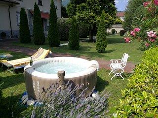 Appartamento Vacanze in Elegante VILLA con Giardino Attrezzato SPA e Parcheggio