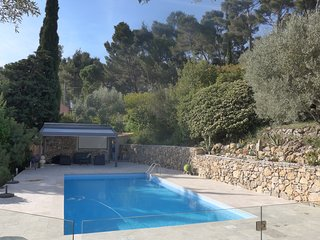 Apartment in a renovated villa very quiet with warme swimmingpool and nice view
