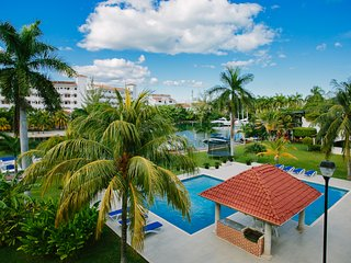 Laguna 3 Spectacular villa in front of the lagoon