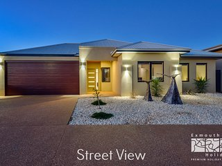 13 Corella Court - Pool and Jetty Access*