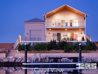 21 Corella Court - PRIVATE JETTY & POOL