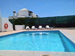 Villa Fonsa, fantastic 4bed 3 bath villa with heated pool near town center