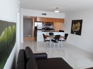 Beautiful Luxurious Miami Condo for 4ppl in the Heart of the City
