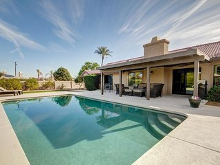 Gorgeous house w/ private pool and hot tub and plenty of space near Coachella!