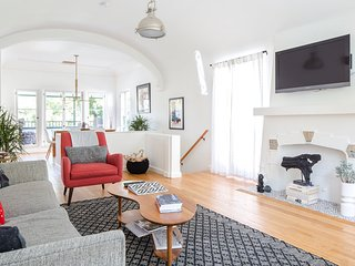 3308 HAMILTON . Hamilton House: Gateway to Silver Lake Living