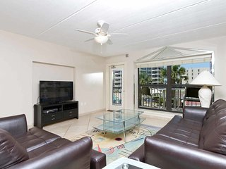Saida IV 206 - 3Bd/2Ba Oceanfront Condo, Family Friendly Grounds: 3 Pools, 3