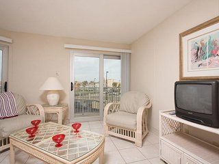 Aquarius 201 - 2 Bed/ 1.5 Bath Condo, Sunset Views over Laguna Madre Bay from